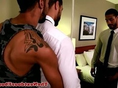 Tattooed gay ebony jock Jin Powers fucks ass