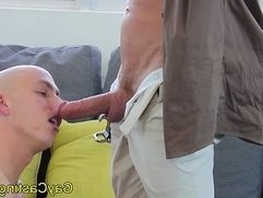 Shaved head hunk at gaycastings rides cock